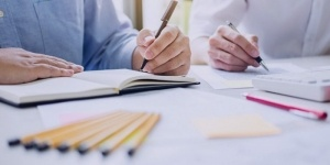 چرخه حسابداری در یک شرکت حسابداری یا بازرگانی فرضی