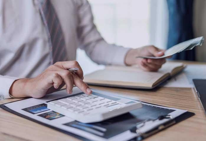 سرفصل حساب کسری و اضافات صندوق در قسمت دارایی ثبت میشود